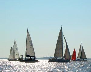 Honderde bote neem deel aan hierdie regatta