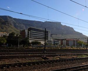 Net voor die Kaapstadstasie in die Shozaloza Meyl